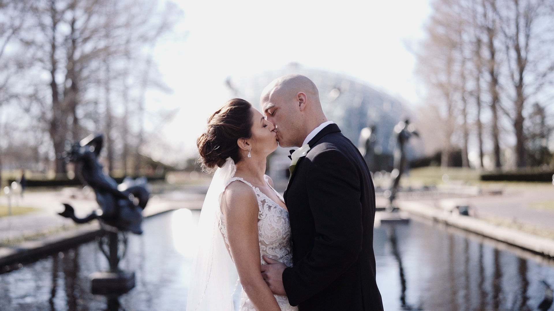 Wedding Kiss at Missouri Botanical Gardens / wedding video
