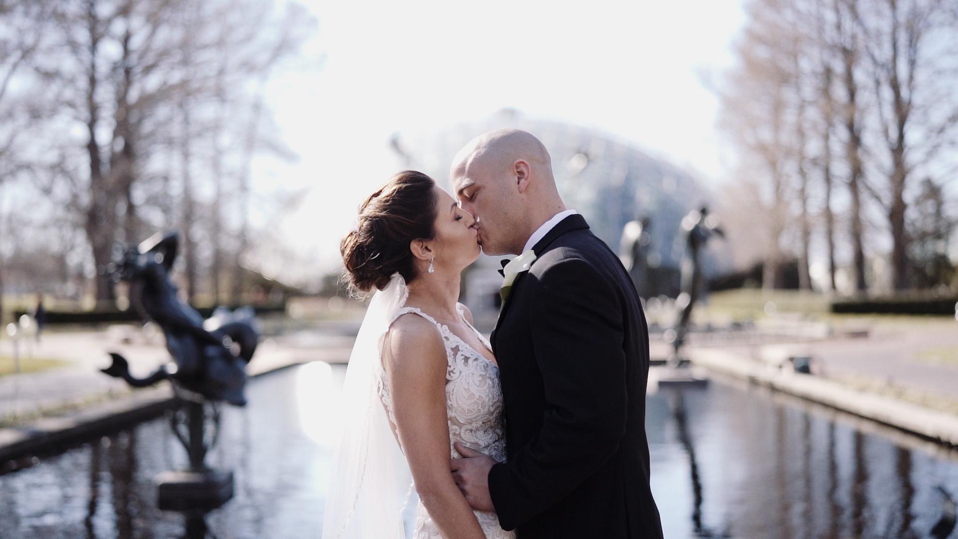 Wedding Kiss at Missouri Botanical Gardens / wedding video